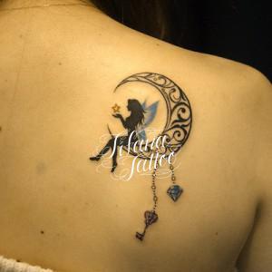 月と妖精のタトゥー