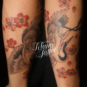 鶴と桜のタトゥー