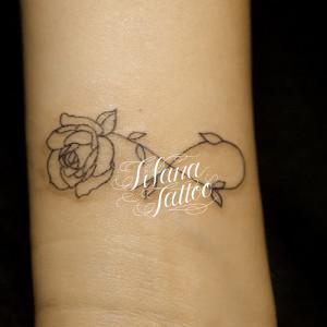 バラ×インフィニティのタトゥー