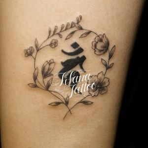 梵字と桜のタトゥー