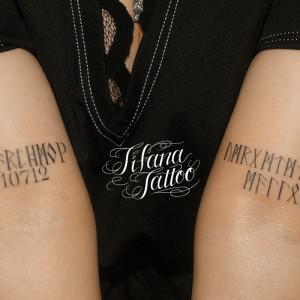 シンメトリーな文字のタトゥー
