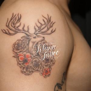 鹿と椿のタトゥー