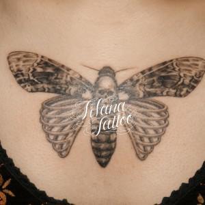 蛾のタトゥー