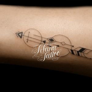 幾何学模様のタトゥー